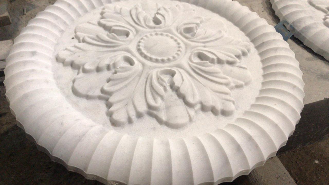 Архитектурное изделие из белого мрамора